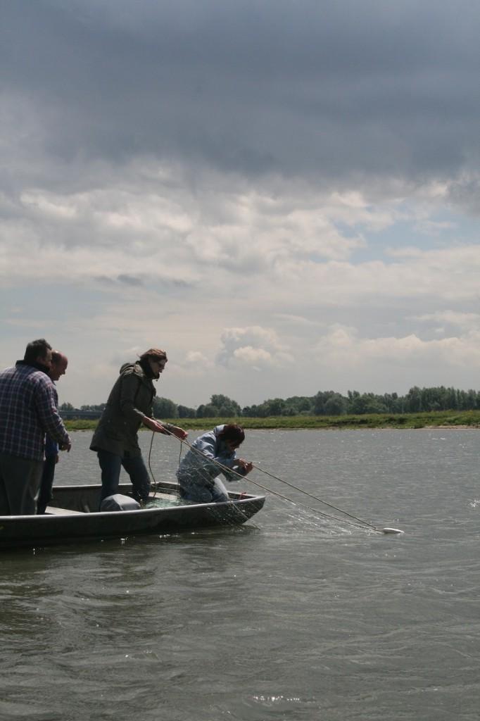 Inhalen van staand want tijdens vissen op brasem en baars